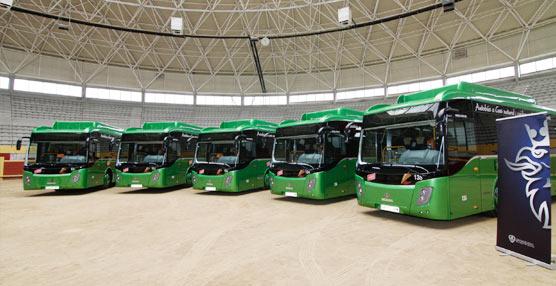 La compa a francisco larrea recibe cinco nuevos autobuses for Oficinas del consorcio de transportes de madrid puesto 2