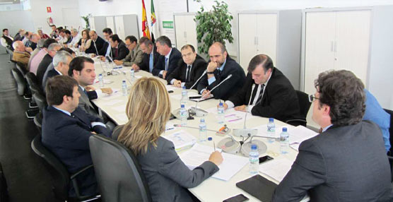 El gobierno extremeño consensúa con las empresas la hoja de ruta para reestructurar el transporte público