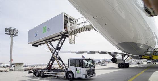 Dos camiones Mercedes-Benz Econic 2630 con cuerpo de tijera son entregados a Wisag Servicio de Aviación