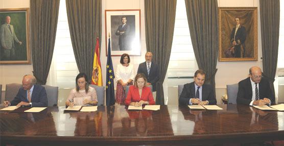 Pastor preside la firma de un convenio de colaboración para impulsar la intermodalidad en Galicia
