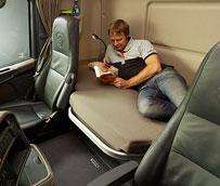 La CE revisa la legalidad de las normas de Francia y Bélgica que prohíben el descanso a bordo de los camiones